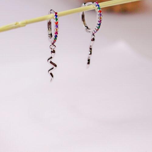 Pendientes color plata aro con circonitas y detalle de serpiente