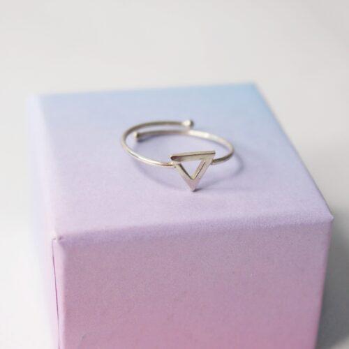 Anillo detalle triángulo ajustable Plata de Ley 925