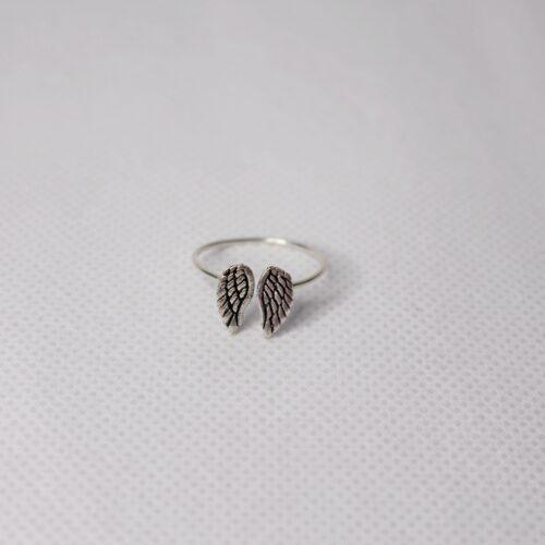 anillo alas pequeñas