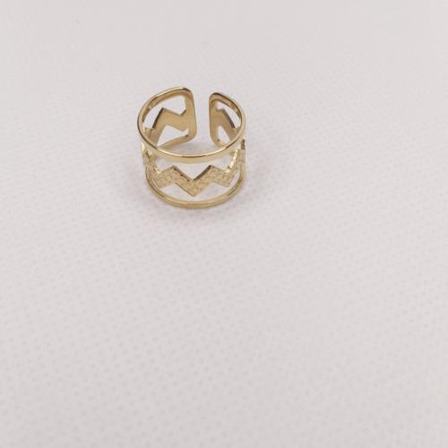 Anillo dorado triple detalle zigzag ajustable