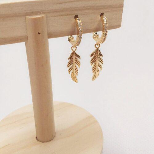 Pendientes mini aro plumas doradas